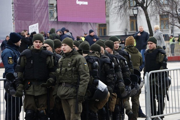 Силовики оцепили центр Киева: Порошенко опасается встречи с «Нацкорпусом»