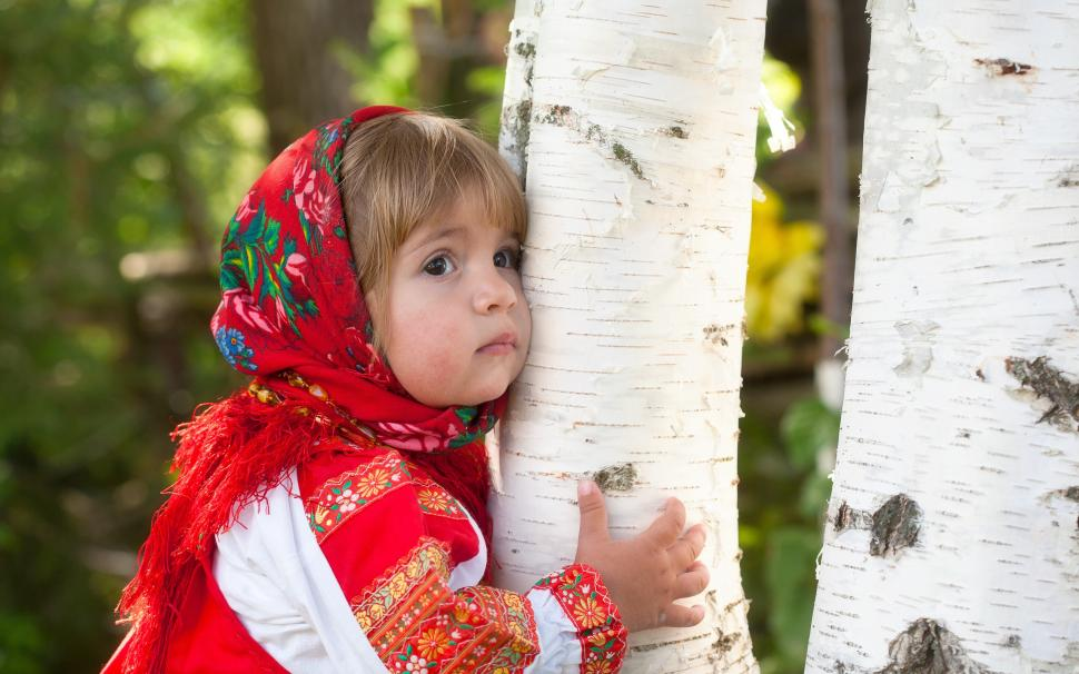 http://www.wallpaperbetter.com/wallpaper/928/57/282/cute-little-girl-hug-a-tree-2K-wallpaper-middle-size.jpg