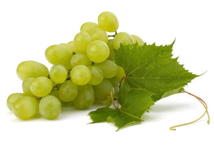 Виноград строго противопоказан диабетикам.