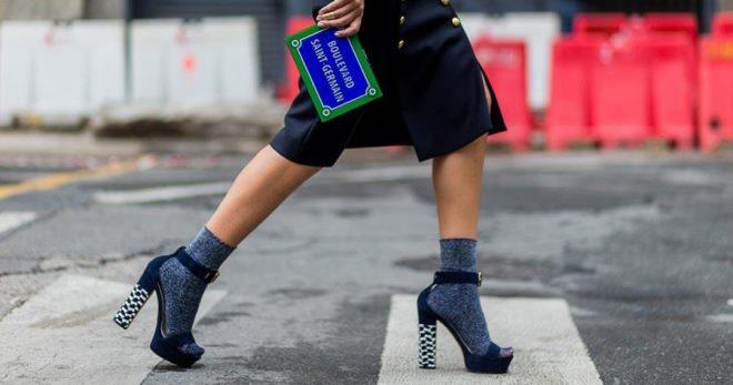Босоножки с носками – как правильно сочетать, чтобы быть в тренде?