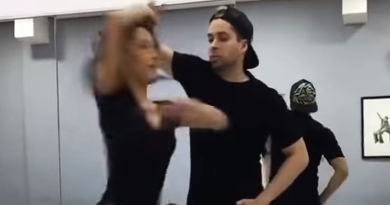 Парень закружил девушку в танце до головокружения. Страшно интересно смотреть на них!