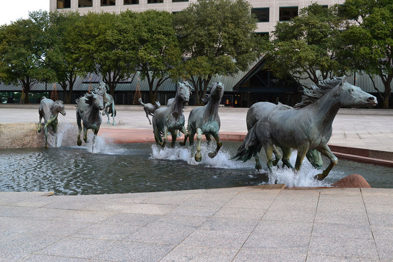 """""""Мустанги Лас-Колинаса"""", Техас, США город, достопримечательность, интересное, мир, подборка, страна, фонтан, фото"""