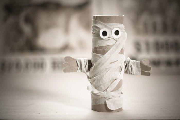 Как появилась туалетная бумага, и чем пользовались до ее изобретения