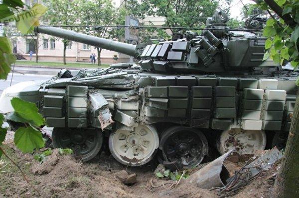 Эпичненько так танки по Минску гоняют
