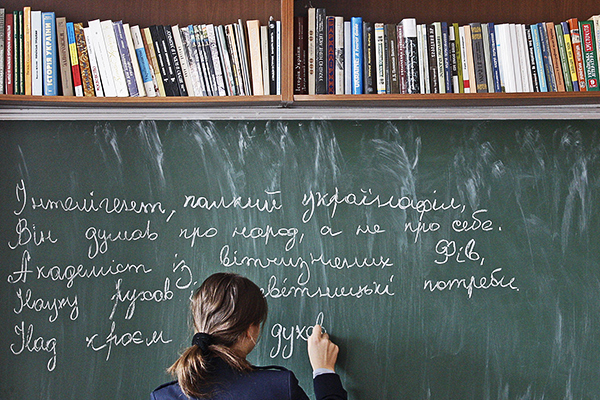 На Украине в школах будут изучать победу на Евровидении и Порошенко, а арифметику и письмо сократили