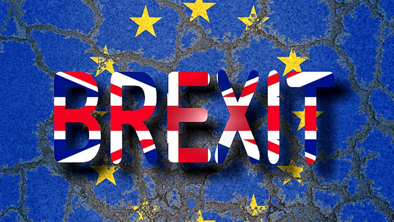 Баррикады как в Париже: что будет, если отменить Brexit?
