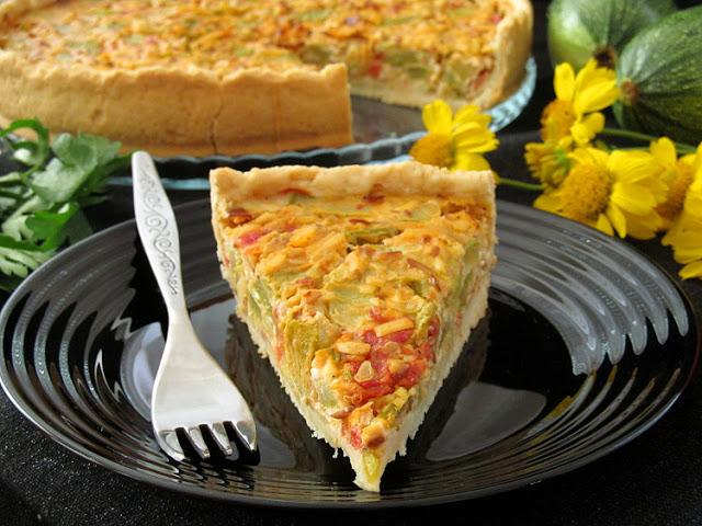 Пирог с кабачками и копчёным сыром