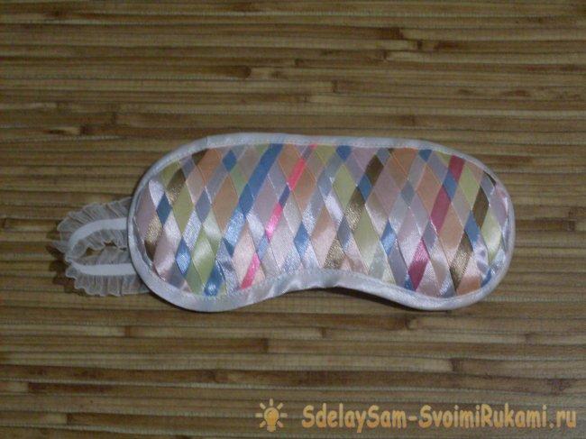 Шьём маску для сна с использованием атласных лент