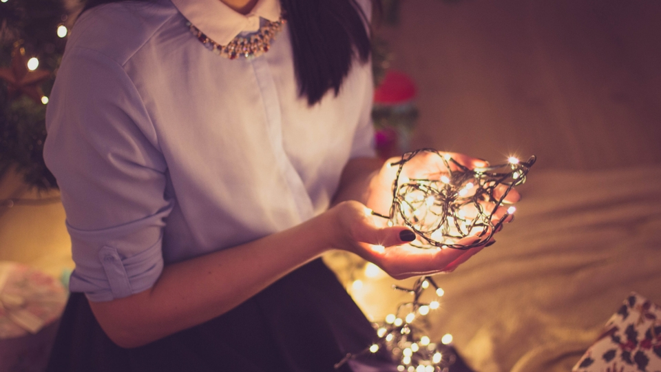 Картинки по запросу girl in fairy lights