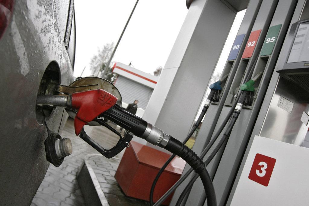 Как сэкономить топливо зимой: народные способы и гаджеты