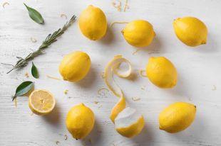 Как лучше хранить разрезанный и целый лимоны?
