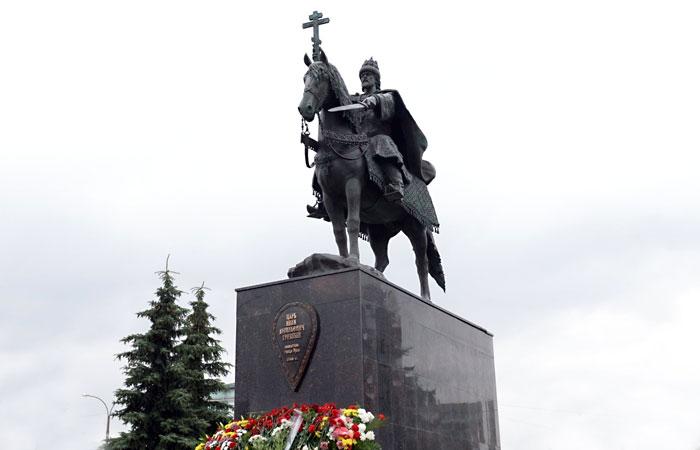 Памятник Ивану Грозному в Орле.