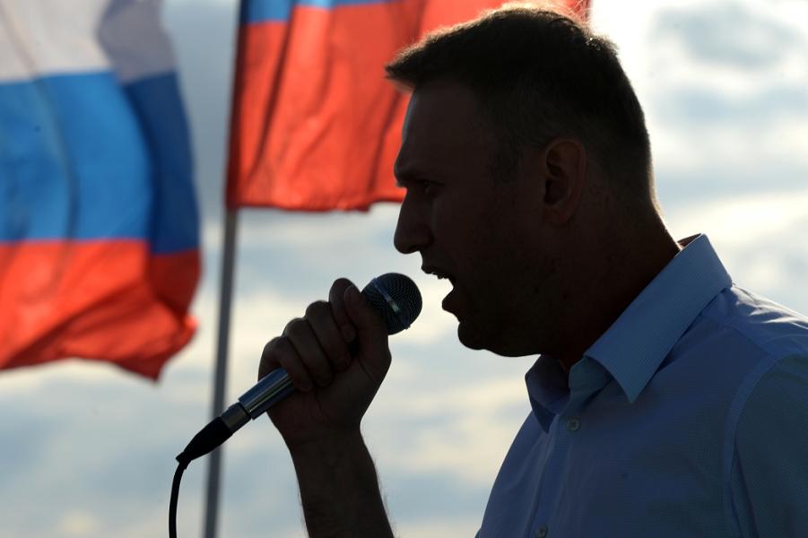 Чем опасен политический поход Навального?
