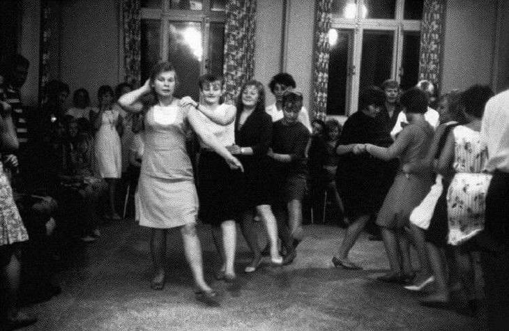 Танцы-обжиманцы: дискотеки СССР, как это было на самом деле (28 фото + 1 видео)