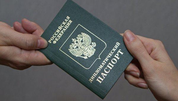 НАТО отказало в визах россий…