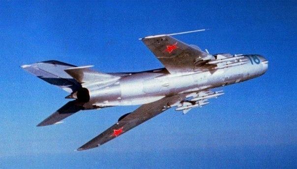 Как советский летчик положил…