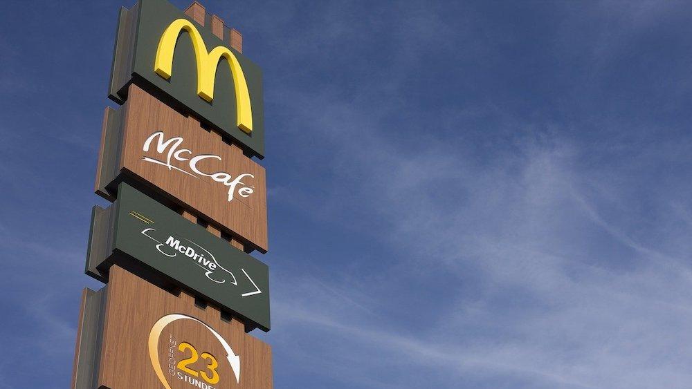 Работник McDonald's сделал п…