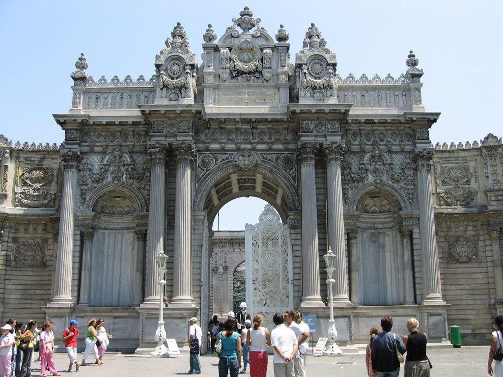 Дворец Долмабахче — архитектурное чудо османов