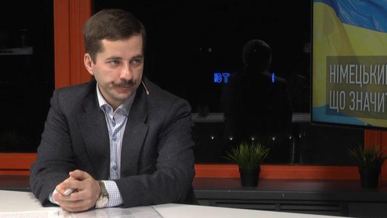 Украинский политолог: Порошенко совершил госизмену и боится потерять власть
