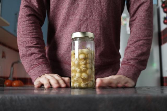 Фото к рецепту: Маринованные шампиньоны за 7 минут