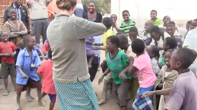 Африканские дети впервые услышали игру на скрипке