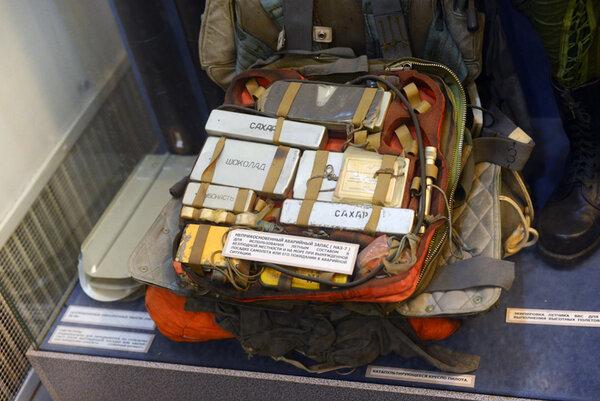 Что включает в себя носимый аварийный запас боевого лётчика?
