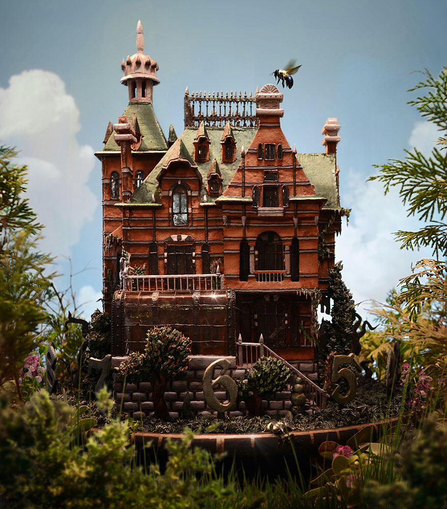 Artist Creates Edible Gingerbread House Replica From The Newest Tim Burton's Movie