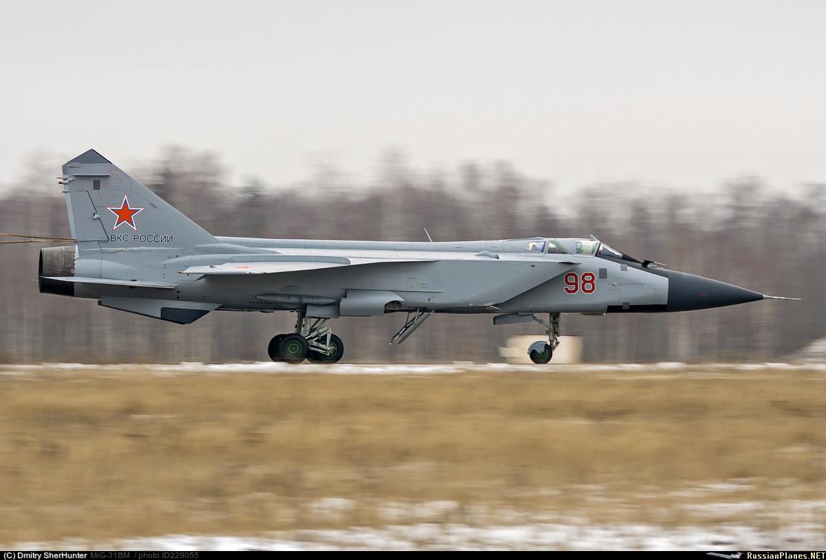"""Еще один МиГ-31 - носитель ракетного комплекса """"Кинжал"""""""