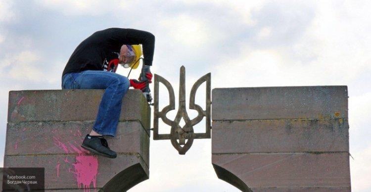 Поляки «довели» украинцев: Киев запретил Варшаве искать своих убитых граждан.