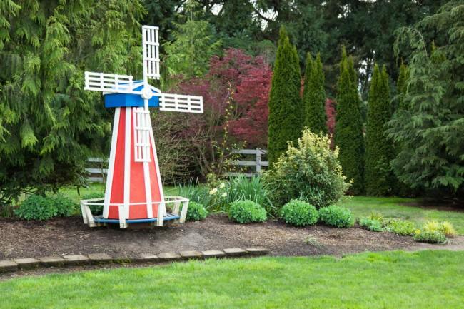 Яркий цвет мельницы привлечет еще больше внимание к вашему двору