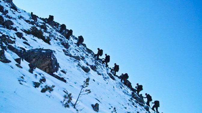 В Армении разведчики ЮВО осваивают мастерство альпинизма под наблюдением беспилотников