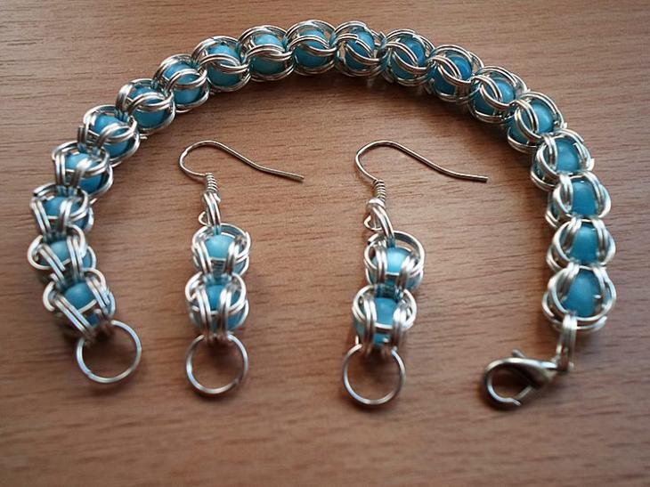 Мастерим браслет и серьги в технике кольчужного плетения