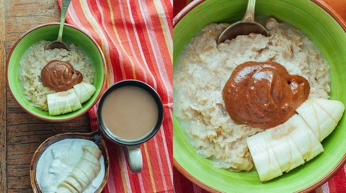 Овсяная каша с арахисовой пастой. Прекрасный питательный завтрак