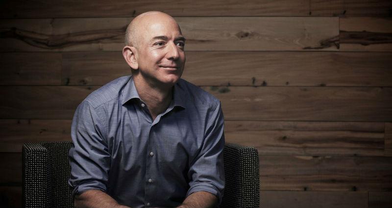 Глава Amazon Джефф Безос стал самым богатым человеком в истории