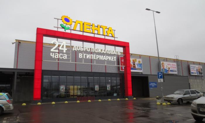 В Питере догорает супермаркет