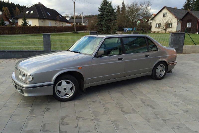 На этому семейству пришел еще более крупный (5,2 метра!) седан Tatra 700. Как и предшественник, автомобиль получил заднемоторную компоновку. Покупателям на выбор были доступны бензиновые «восьмерки» объемом 3,5 и 4,4 литра. заднемоторная компоновка, седан