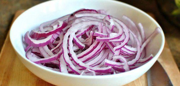 4 способа вкусно замариновать лук для шашлыка