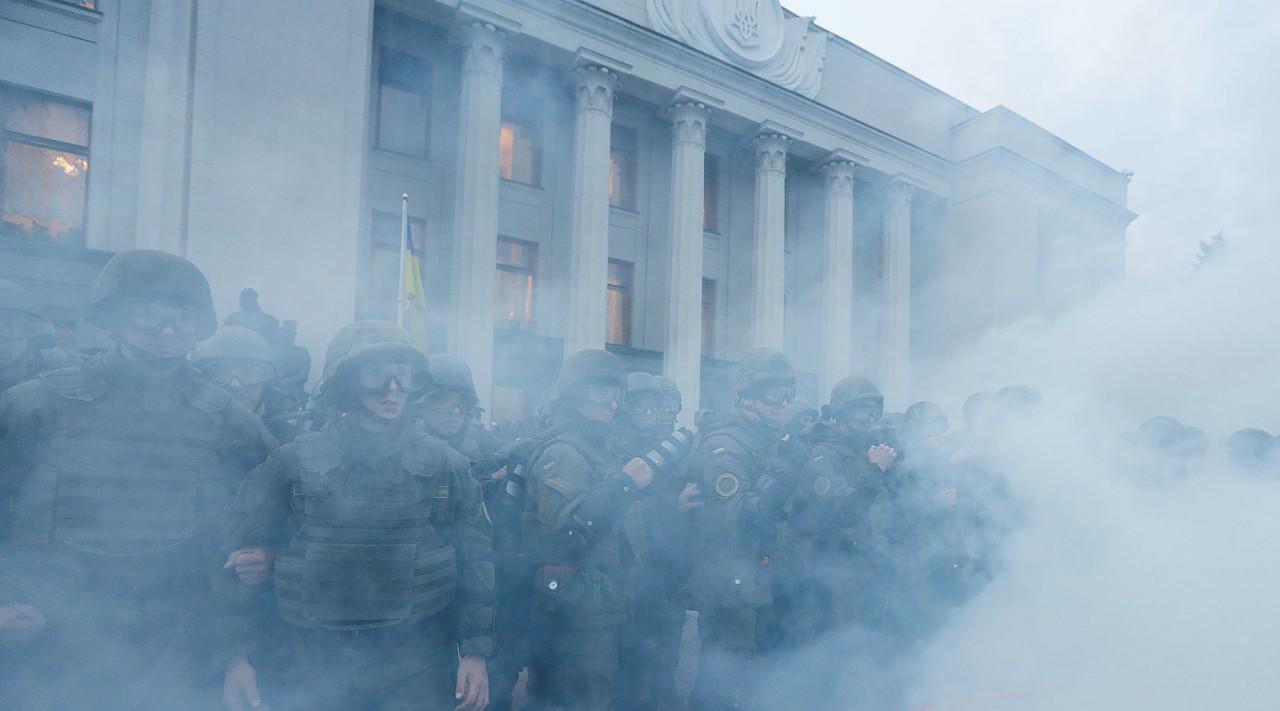 Это вам не тиран Янукович...«Травят газом, бьют ногами по коленям»: Укропский спецназ лютует.