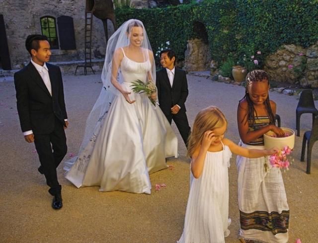 СМИ: Анджелина Джоли выходит замуж всего через 7 месяцев после разрыва с Брэдом Питтом