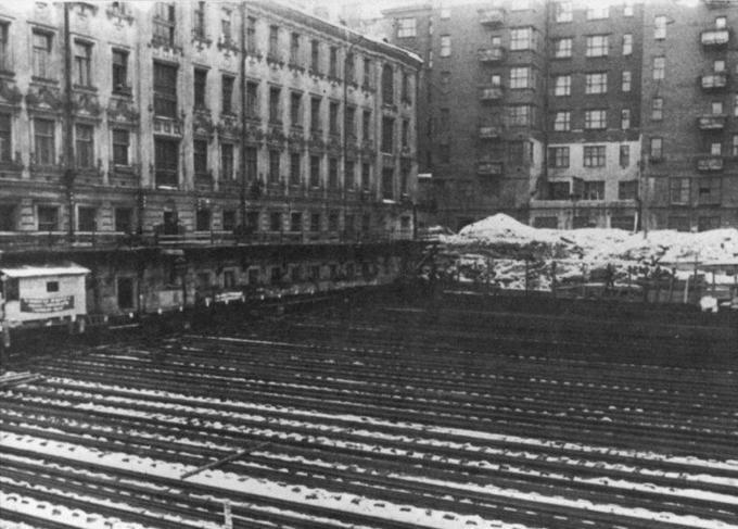 Как в СССР передвигали здания