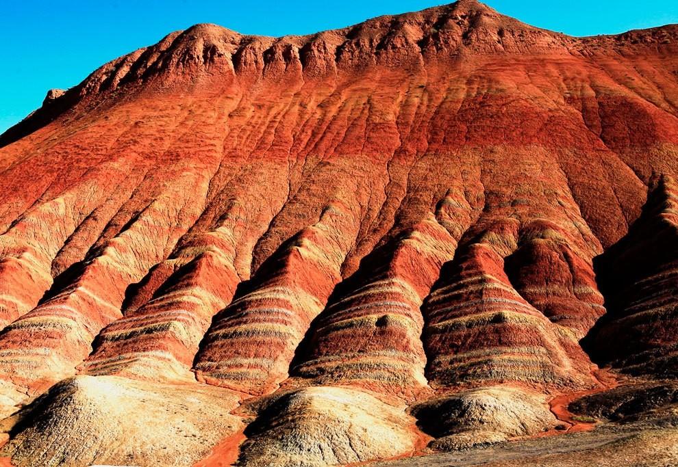 Разноцветные горы Китая