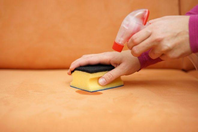 Как почистить кожаный диван — обзор лучших средств