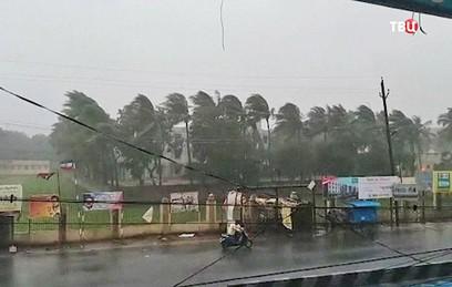 Жертвами мощного циклона в Индии стали 10 человек