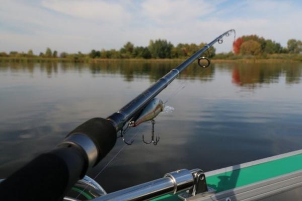 Первая рыбалка со спиннингом: снасти и приманка