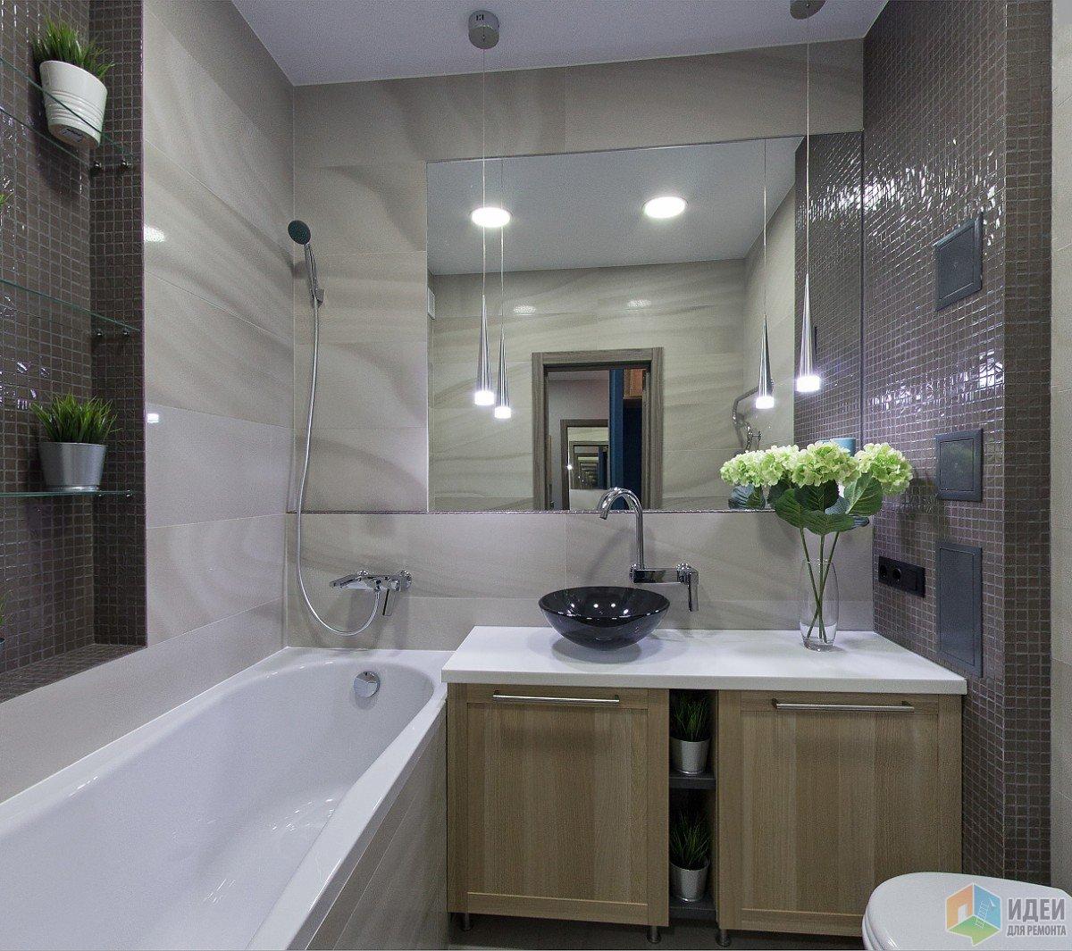 Обслуживание слива в ванной, через дырку в боковом отверстии шкафа