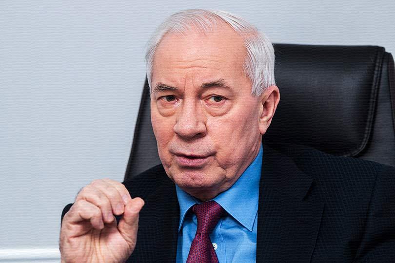 Азаров прокомментировал введ…