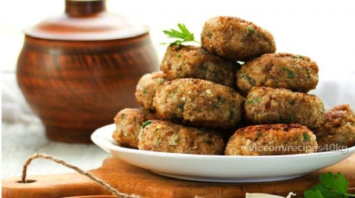 Куриные котлетки с гречневой крупой — подойдут на обед и даже ужин. 129 ккал на 100 грамм