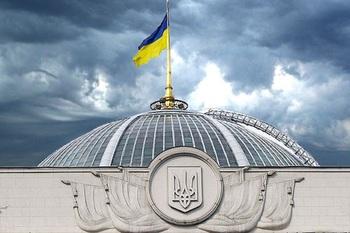 Украинские депутаты стали ходить в Раду в париках и с охраной