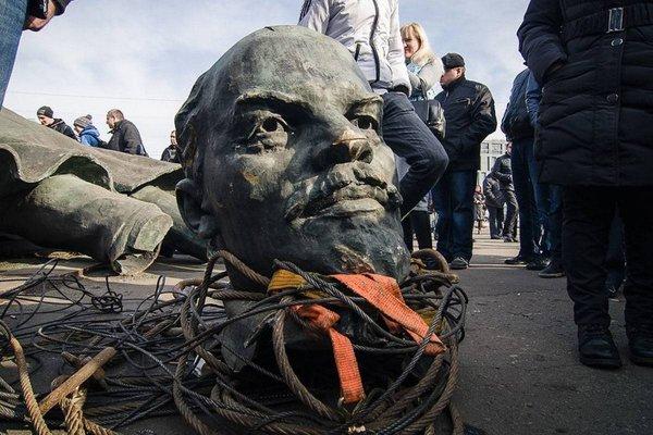 На территории Украины снесли все известные памятники Ленину