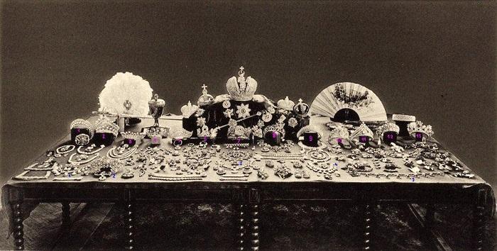 Ревизия царских драгоценностей Фото 1922 года